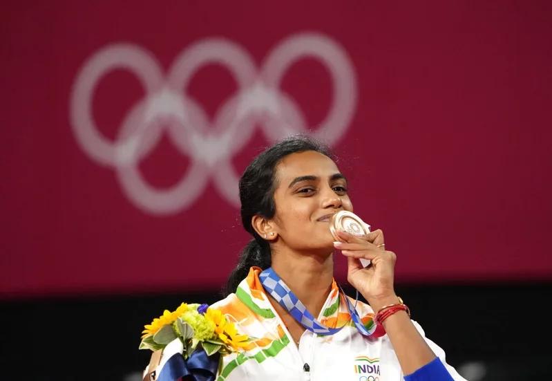 在此次東京奧運羽球項目,拿下銅牌的印度球后辛度(Pusarla Venkata ...