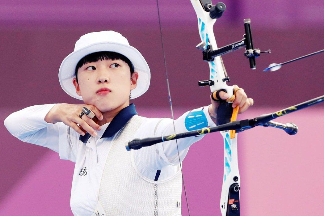 今年才20歲的南韓射箭國手安山,今年首次出戰東京奧運,就拿下了女子個人射箭、女子...