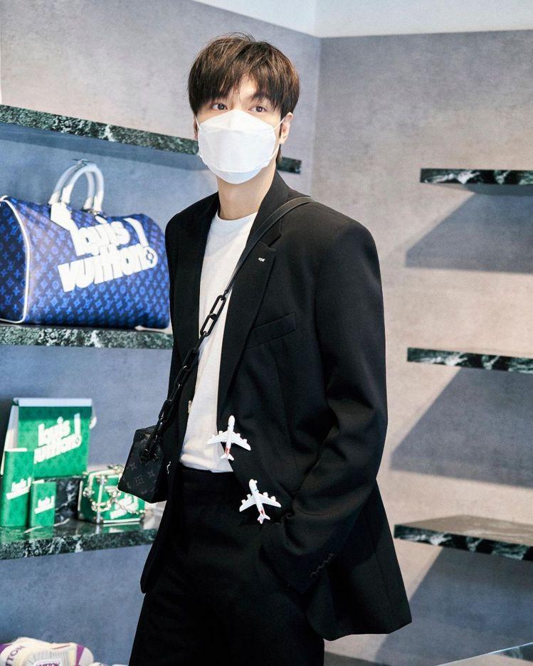 李敏鎬之前出席首爾舉辦的秋冬男裝上市活動,身穿飛機釦羊毛裝外套。圖/取自IG