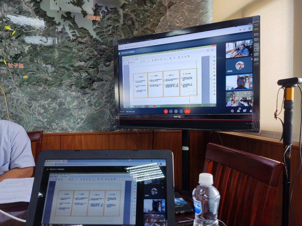 崑大空設系進行線上提案報告。