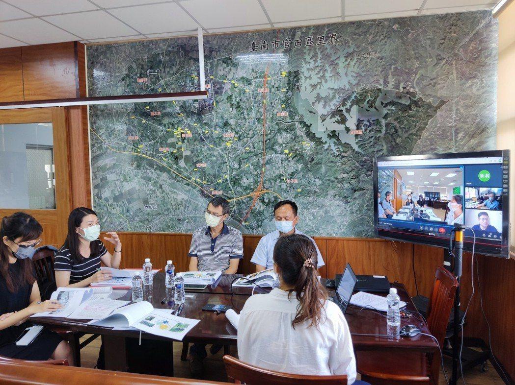 崑大USR團隊與區公所、台糖各級長官共同開會討論。
