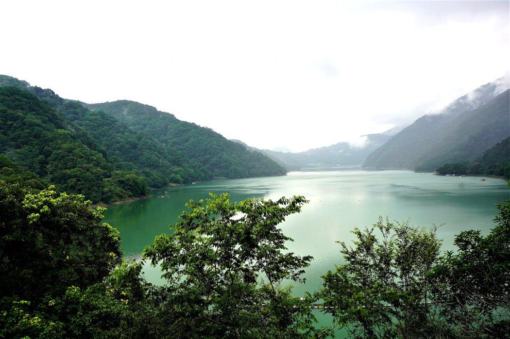 碧湖四周尚保存天然景觀,風景淳樸幽雅。