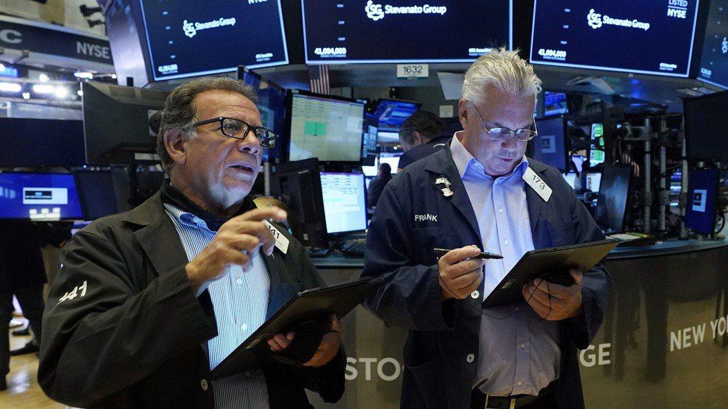 美股三大指數周二(3日)全面走高,其中道瓊工業指數上揚逾200點,標普500指數...