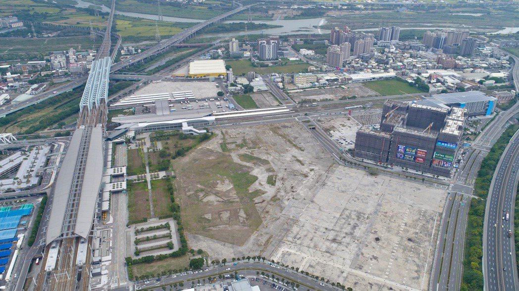 超級娛樂購物城位於台中高鐵站前第一排的完整街廓,土地面積4.8萬餘坪。記者宋健生...