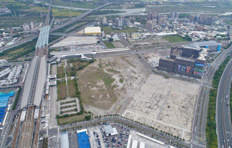 超級娛樂購物城位於台中高鐵站前第一排的完整街廓,土地面積4.8萬餘坪。記者宋健生/攝影