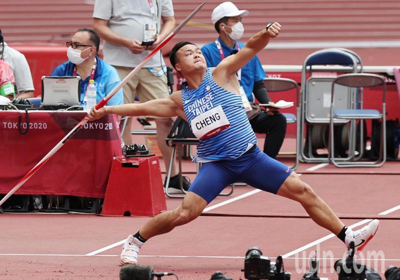 我國「標槍雙俠」今天在東京奧運資格賽登場,鄭兆村僅擲出71公尺20成績,無緣晉級決賽。特派記者余承翰/東京攝影