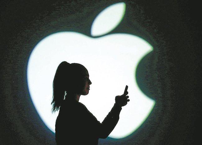 日經報導,紅色供應鏈搶食蘋果訂單,陸廠在蘋果供應鏈中的地位日益提升。(路透
