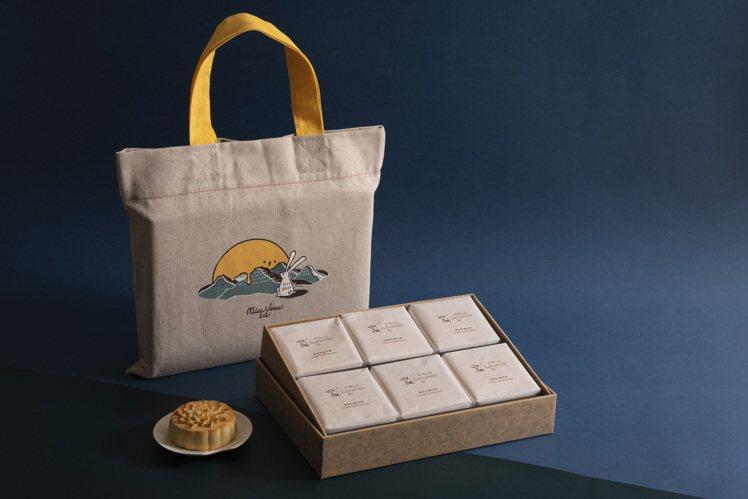 微熱山丘今年中秋推出「鳳梨奶黃月餅禮盒」。圖/微熱山丘提供