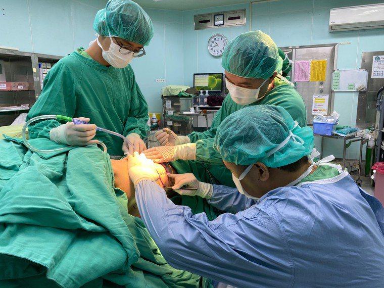 南投醫院為患者切除乳癌,同時進行乳房重建手術,恢復外觀和信心。圖/南投醫院提供