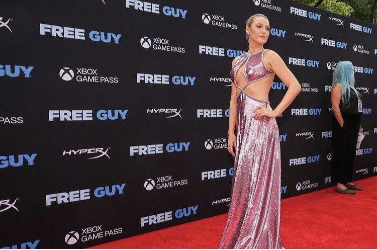 布蕾克萊芙莉陪丈夫萊恩雷諾斯出席「脫稿玩家」紐約首映紅毯。圖/取自IG @fre...