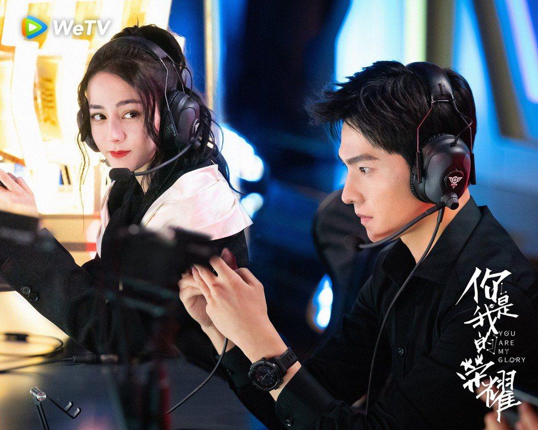 迪麗熱巴(左)和楊洋CP感十足。圖/WeTV播出