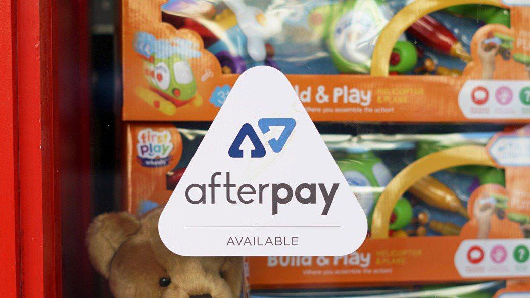 澳洲雪梨一家零售商店在櫥窗明顯位置貼上Afterpay貼紙,鼓勵消費者先把商品買...
