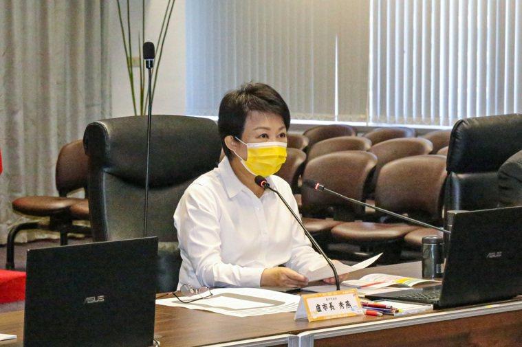 台中市長盧秀燕為醫療院所爭取紓困,她表示,6月18日立法院三讀通過8400億特別...