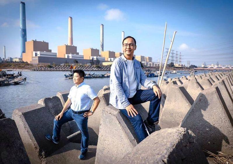 顏寬恒和朱立倫曾合拍「聽海」MV,這次是否「跳船」情義相挺,圖為顏寬恒前年邀朱立倫合唱「聽海」。 圖/取自朱立倫臉書