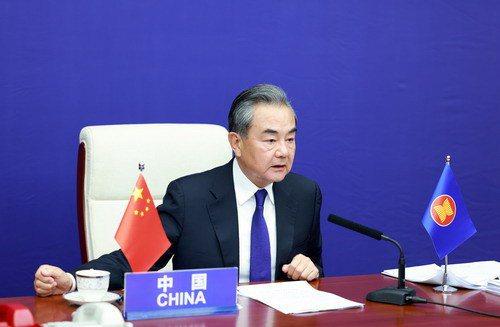 大陸國務委員兼外長王毅3日透過視訊出席東協與中日韓(10+3)外長會議。(圖/取自大陸外交部網站)