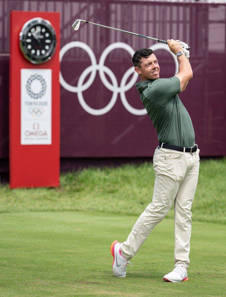 高球名人Rory McIlroy除了參與最後的七人爭銅大賽,並在賽前配戴上OME...
