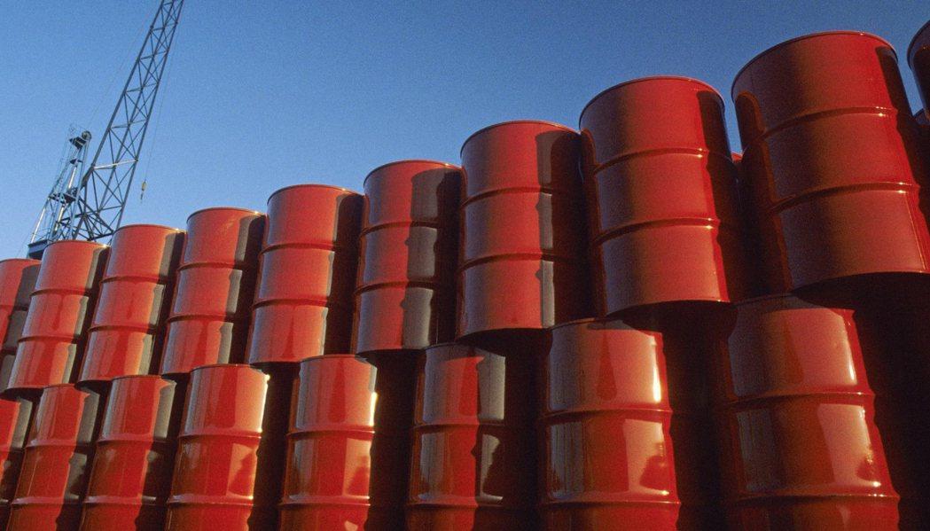 消息指山東省加大了控制燃料生產的力度,要求民營煉油廠承諾不交易原油進口配額。(圖...