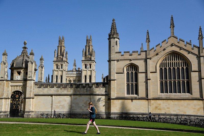 英國牛津大學萬靈學院,攝於2020年。牛津大學法律學院院長陳明渝教授日前透露,門衛曾質疑過她是否有權進入學院,並呼籲進行更多的反種族歧視訓練。路透