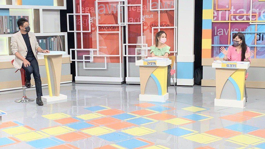 蕭大陸前女友張金鳳(右)在「震震有詞」節目掀證據,指控侯怡君電話騷擾。圖/和展提