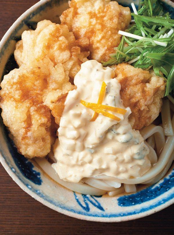 塔塔醬炸雞濃湯烏龍麵。 圖/布克文化 提供