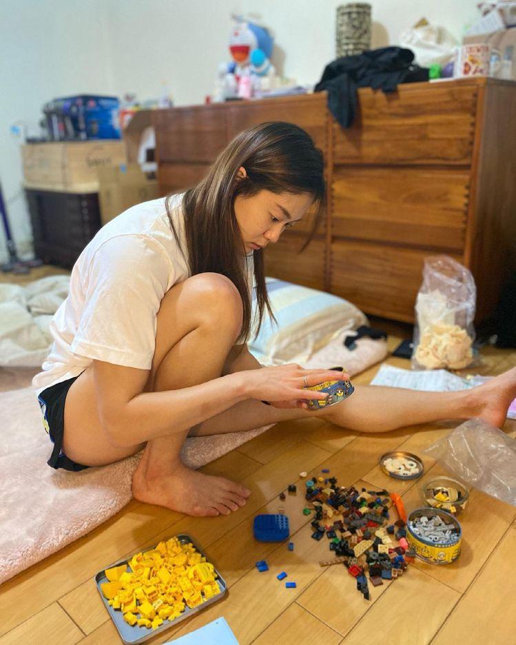 文姿云在玩積木也能寫下人生體悟「把眼前的事做完美,就是最好的心靈修行」,豐富她的...