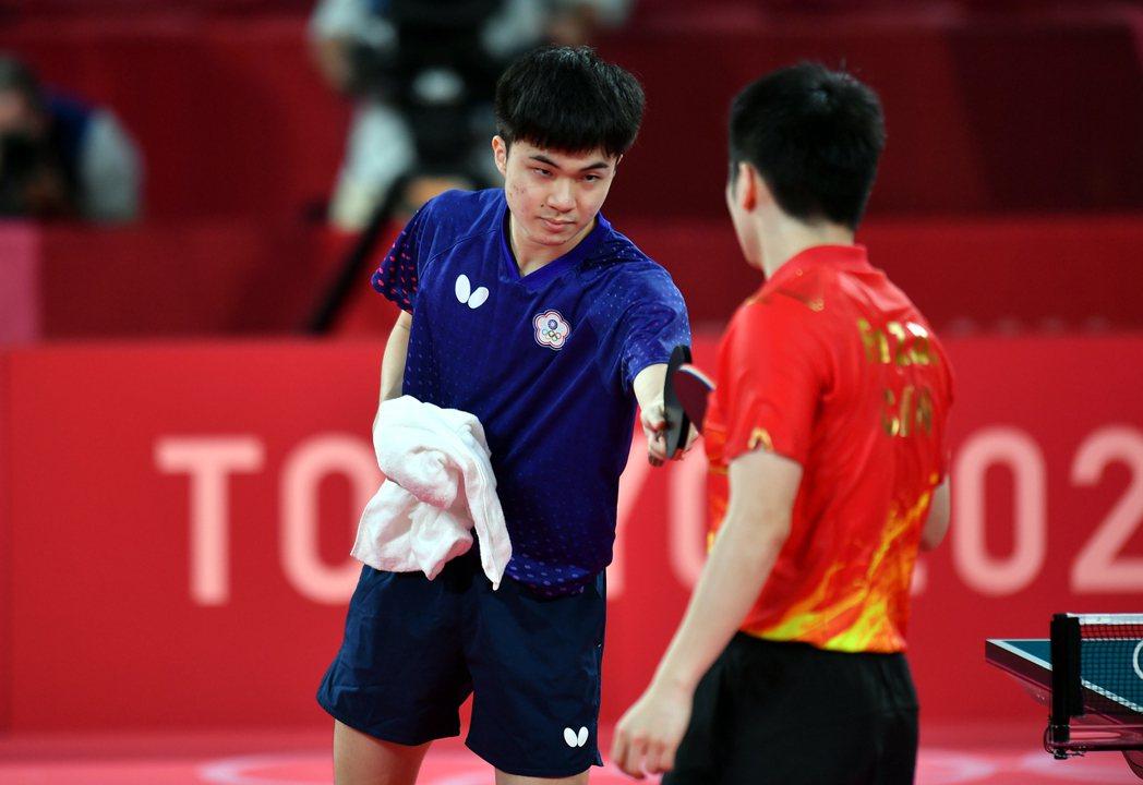 林昀儒在東京奧運桌球男子單打4強戰惜敗世界球王樊振東。 圖/體育署