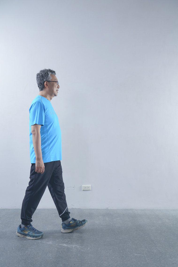 走路對於腿部的刺激並不大,不算肌力訓練。 圖/《珍珍教練的40+50+60+...