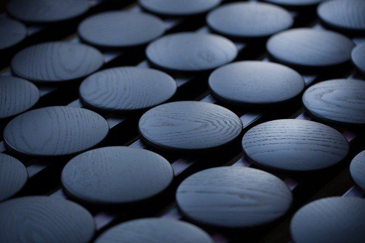 溫潤的靛色奧運獎牌盒,蘊藏了日本的工藝美學。圖/取自Twitter @syds_...