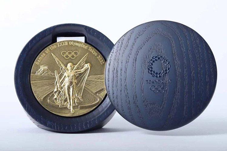 工業設計師吉田真也和北海道山上木工協力打造的奧運獎牌盒。圖/取自Twitter ...