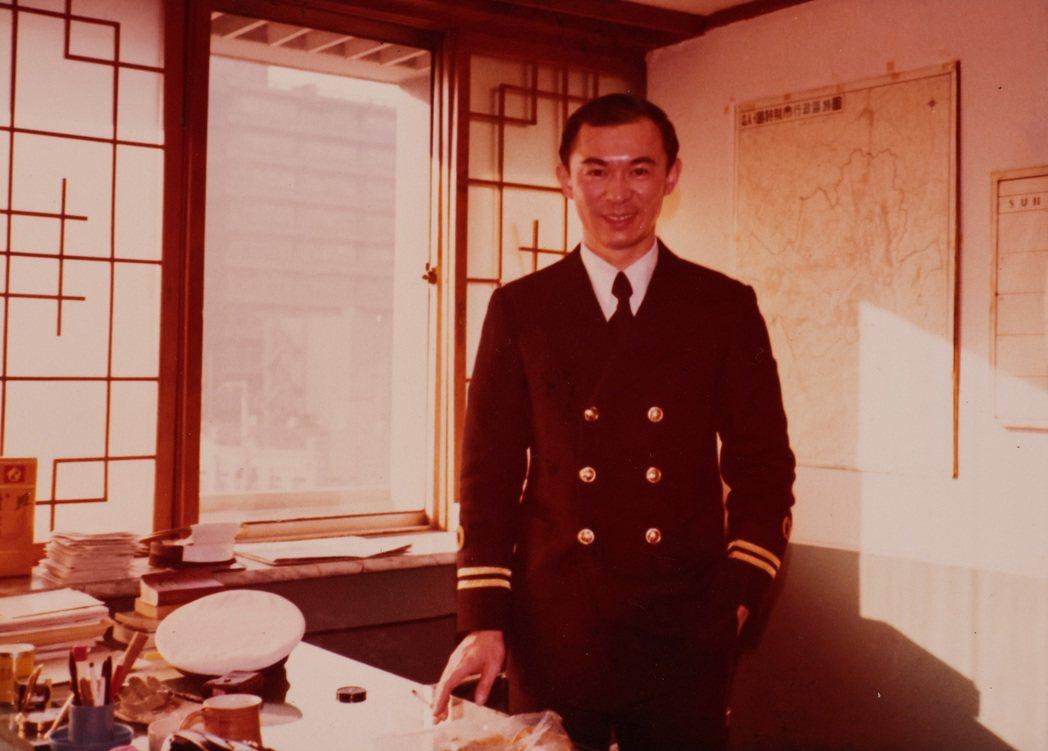 賈永婕的父親年輕時英挺帥氣。記者李政龍/翻攝