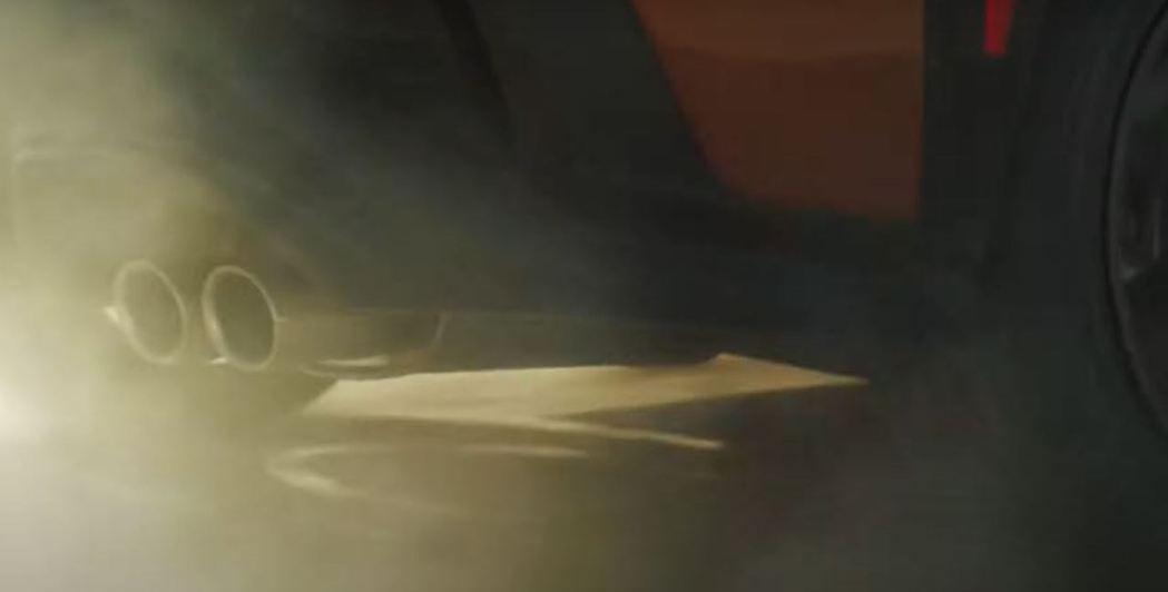 影片中WRX露出標誌性的四出排氣尾管。 摘自Subaru