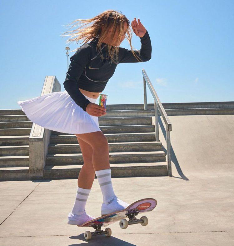 布朗期待有更多女孩一起加入滑板這有趣的運動項目。圖/取自IG @skybrown