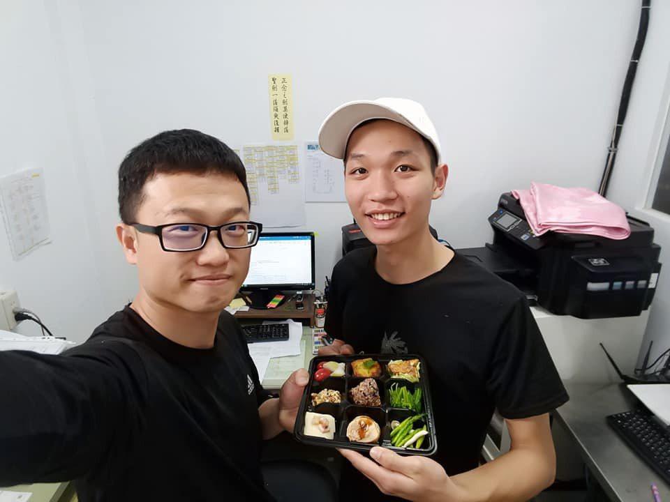 校內被稱小阿基師的劉宏勝(右)。 台北海大/提供。