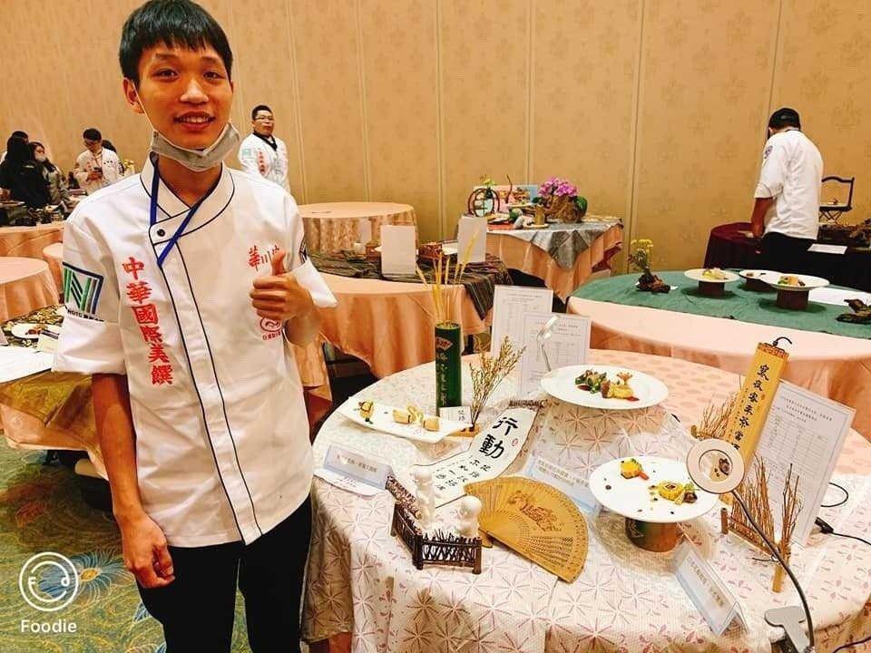 劉宏勝這幾年在國內廚藝賽事上,為學校、自己爭光。 台北海大/提供。