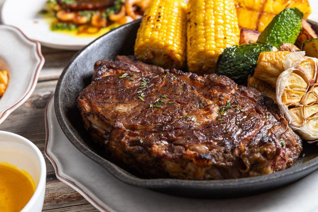 華泰王子大飯店驢子餐廳,驢子特製香料厚切美國肋眼牛排。