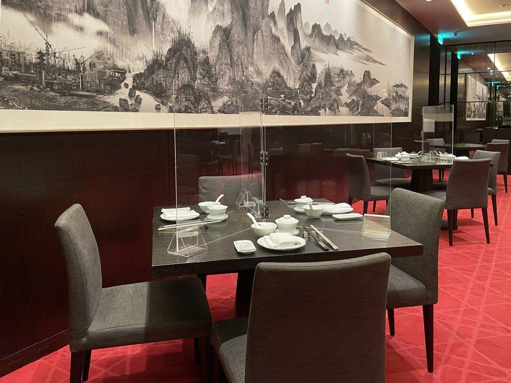 台北寒舍艾美酒店寒舍食譜-隔廳景板形象照。