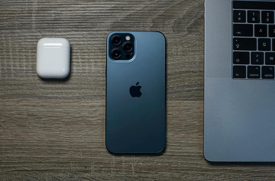 信仰型老爸換目前下殺4,210元的iPhone 12 Pro Max(128GB...