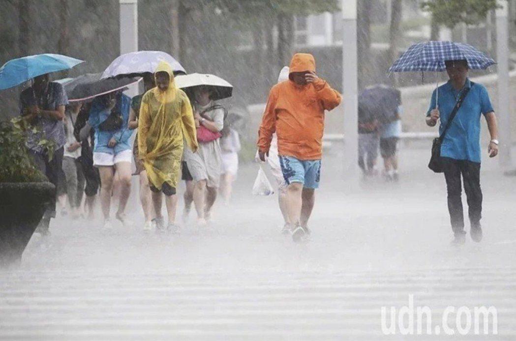 中南部防豪雨。聯合報系資料照