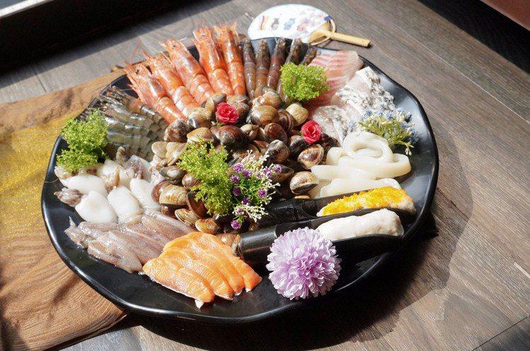 店內提供多種海鮮食材,民眾可自行加購升級。圖/涮樂和牛鍋物提供