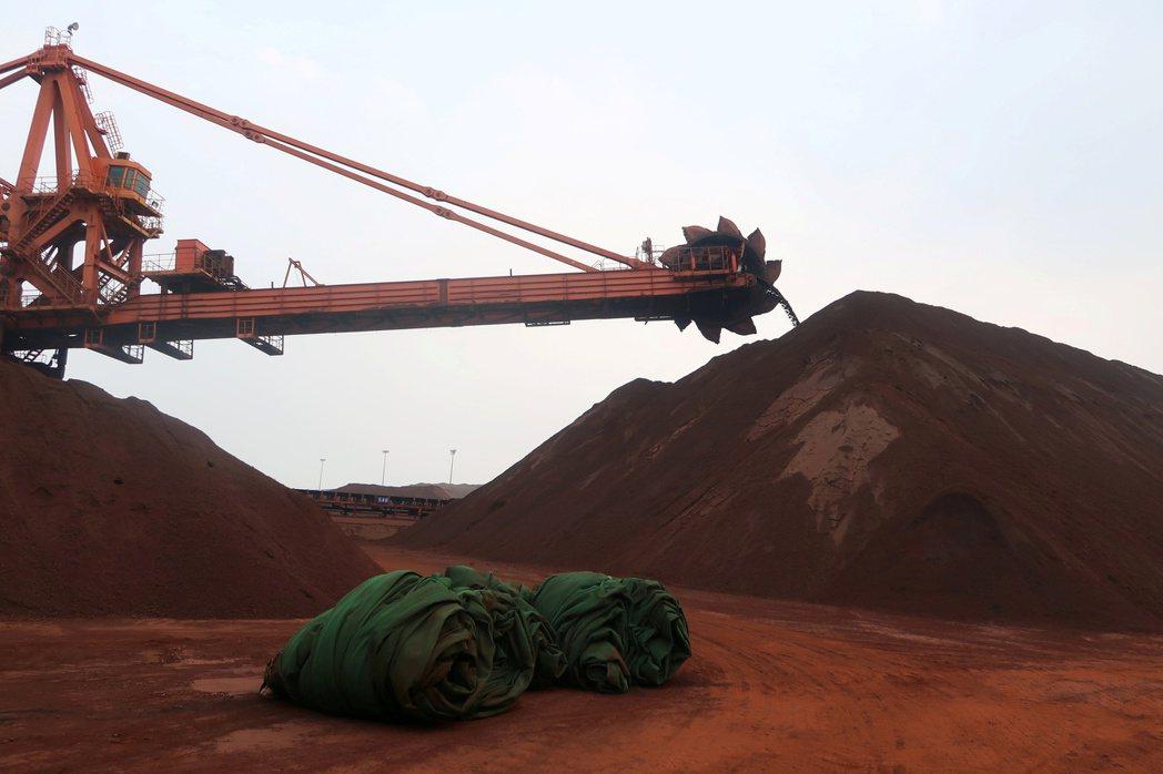 鐵礦砂期貨延續跌勢。路透