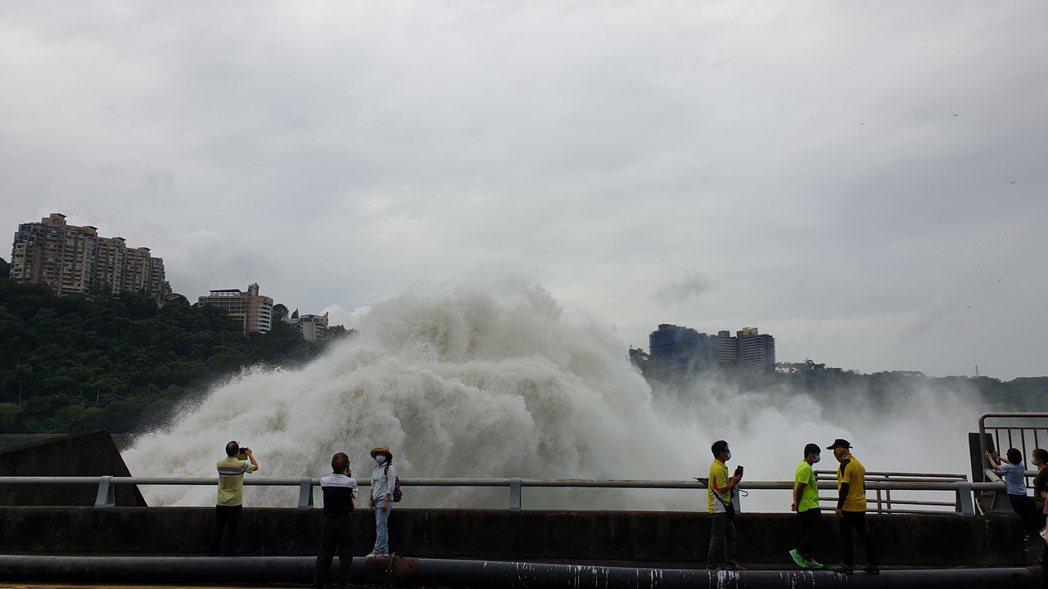 近日雨勢來襲,已完全解旱,全台供水正常。記者鄭國樑/攝影