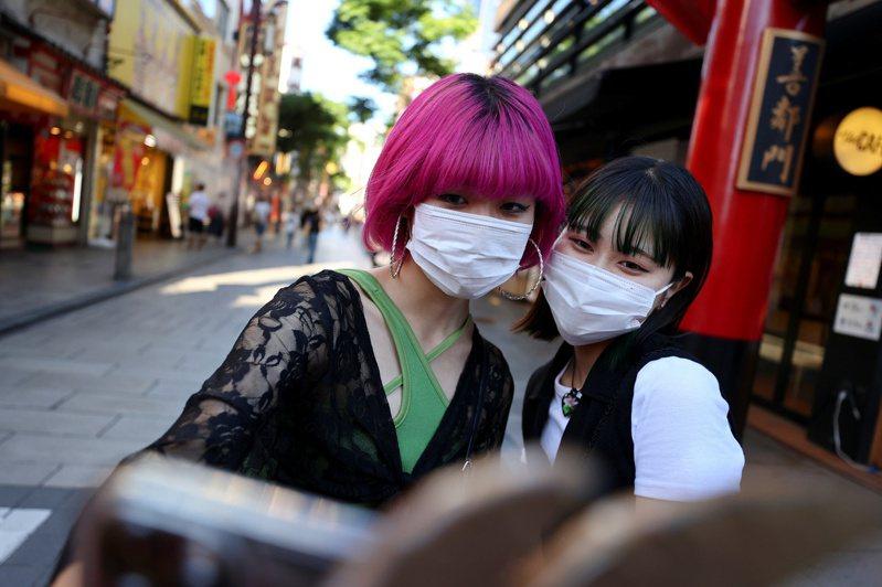政府專家指出,東京的感染狀況已經超越去年年底及今年初,為過去最大規模感染擴散。路透
