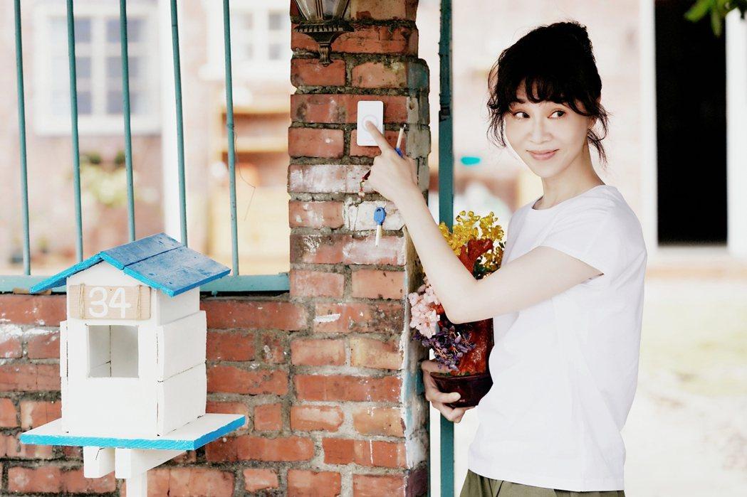謝盈萱在「俗女2」中買房裝修通通自己來。圖/華視、CATCHPLAY提供