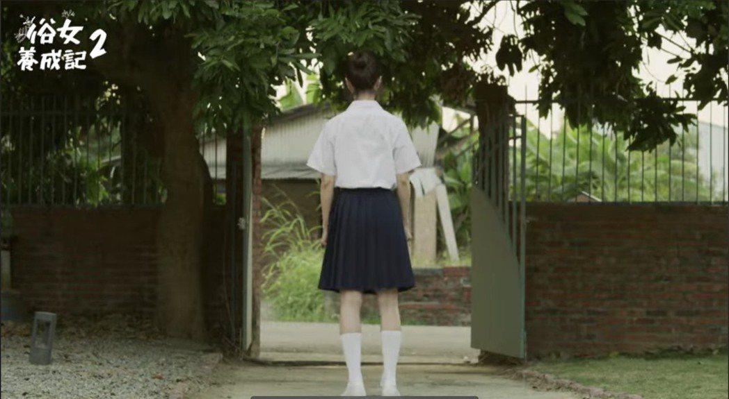 謝盈萱在「俗女2」中穿上國中制服。圖/摘自臉書