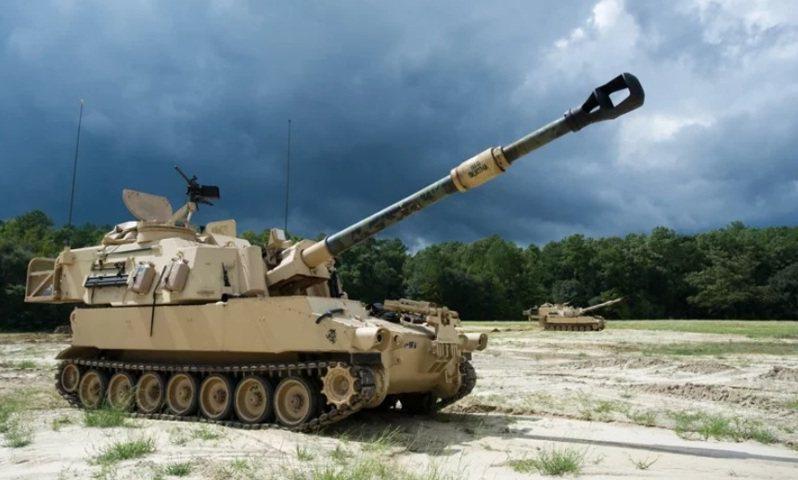美國國防部安合局(DSCA)宣布,國務院已核准出售40輛M109A6自走砲車(圖)與相關支援裝備、彈藥給台灣,是拜登政府上台後首次對台軍售。圖/美國陸軍檔案照片