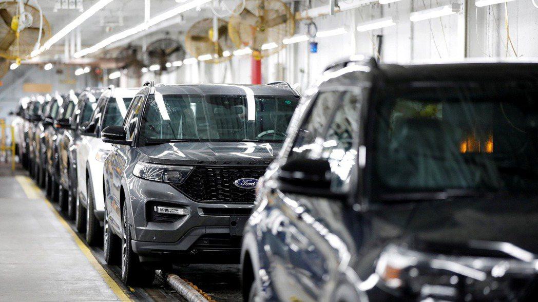 晶片製造商認為,車用晶片短缺問題還要一段時間才能解決。  路透