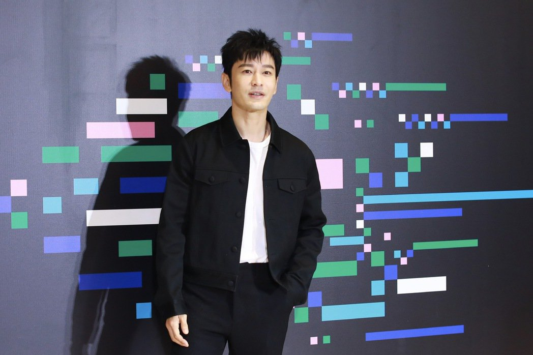 黃曉明在影展受訪時提到自己禿頭造型。圖/視覺中國