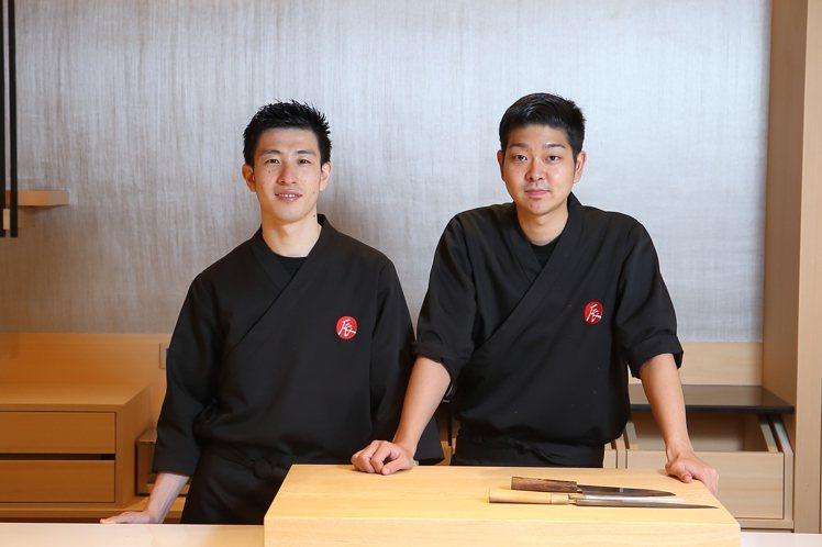壽司料理長阪口琢磨(左)、壽司割烹料理長谷口星路。記者陳睿中/攝影