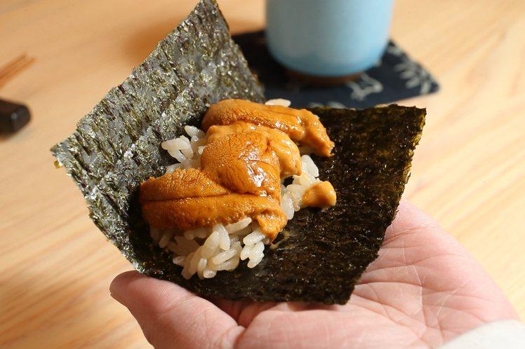 羽立紫海膽乃是小野二郎的必用食材。記者陳睿中/攝影