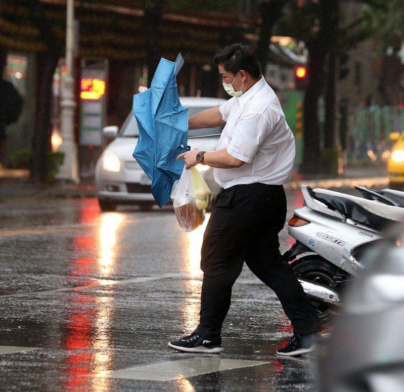高雄山區雨量達停止上班上課標準,高雄市府宣布茂林區、桃源區及那瑪夏區停止上班上課。記者劉學聖/攝影